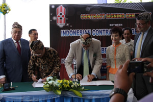Signing the Bali Contract